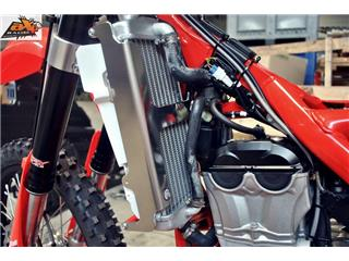 AXP Radiator Guard Aluminum Red Beta RR350
