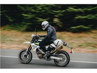 Casque BELL Moto-3 Classic White taille M - 13240821-9e42-4e4f-ab87-5e69aa229cc1