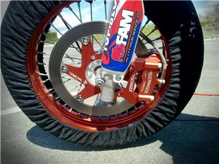 BERINGER Aerotec® Left Radial Brake Caliper 4 Pistons Ø32mm Spacing 108mm Red - 93436958-f88f-452e-ac39-f018749133ab