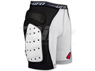 Pantalones cortos de niño UFO con protecciones negro talla S PI04158KBS