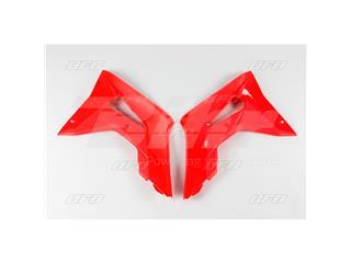 Plásticos laterales de radiador UFO Honda rojo HO04682-070